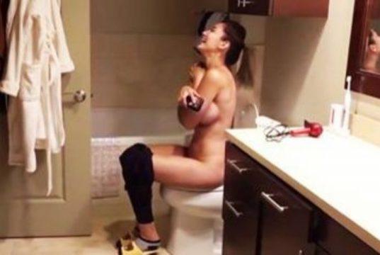 naked-poop